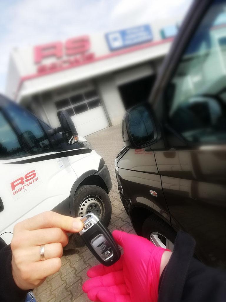 Sprawny samochód bez wychodzenia z domu? RS-SERWIS oferuje usługę door-to-door!